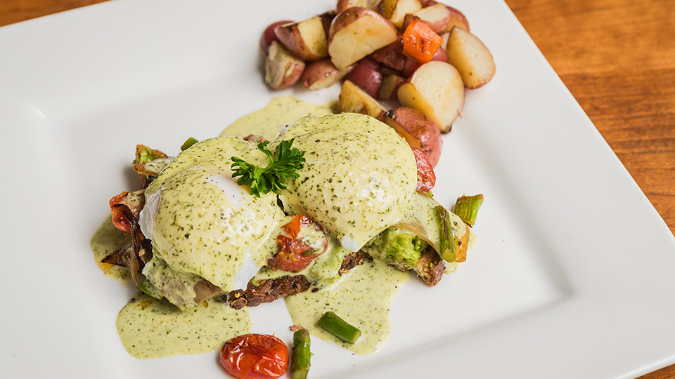 Eggs Benedict with Grape Tomatoes & Asparagus